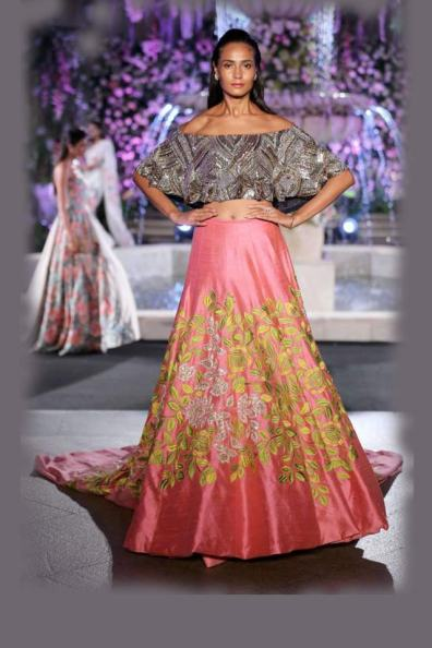 designer-manish-malhotra-bling-off-shoulder-with-embroiderd-choli-lakme-fashion-week-2016