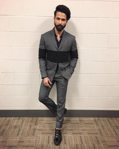 Not-all-play-for-Shahid-Kapoor-in-London-vacation-goes-through-14-scripts